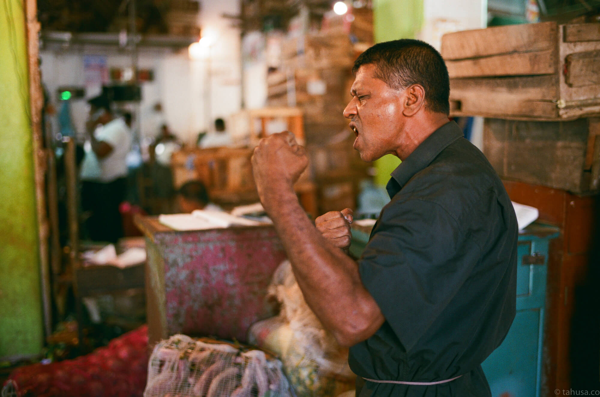 Kung-fu-guy-martial-art-斯里蘭卡-Colombo-pettah-market-manning-sri-lanka-sri-lankan-nuwara-eliya-colombo-using-film-camera-with-analog-fuji-superia-premium-400-iso400-with-leica-summilux-35mm-f1.4-asph-fle