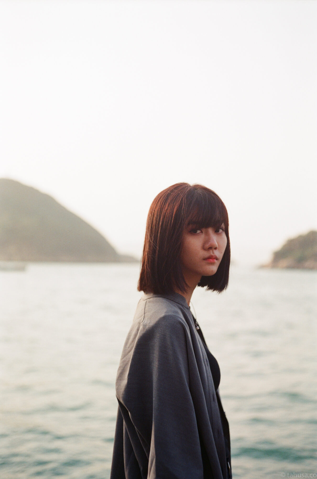 香港-街拍-街頭-上環-海邊-ayu-posing-portrait-sai-wan-pier-summilux-50mm-f1.4-v2-using-film-leica-m2-superia-premium-400-iso400