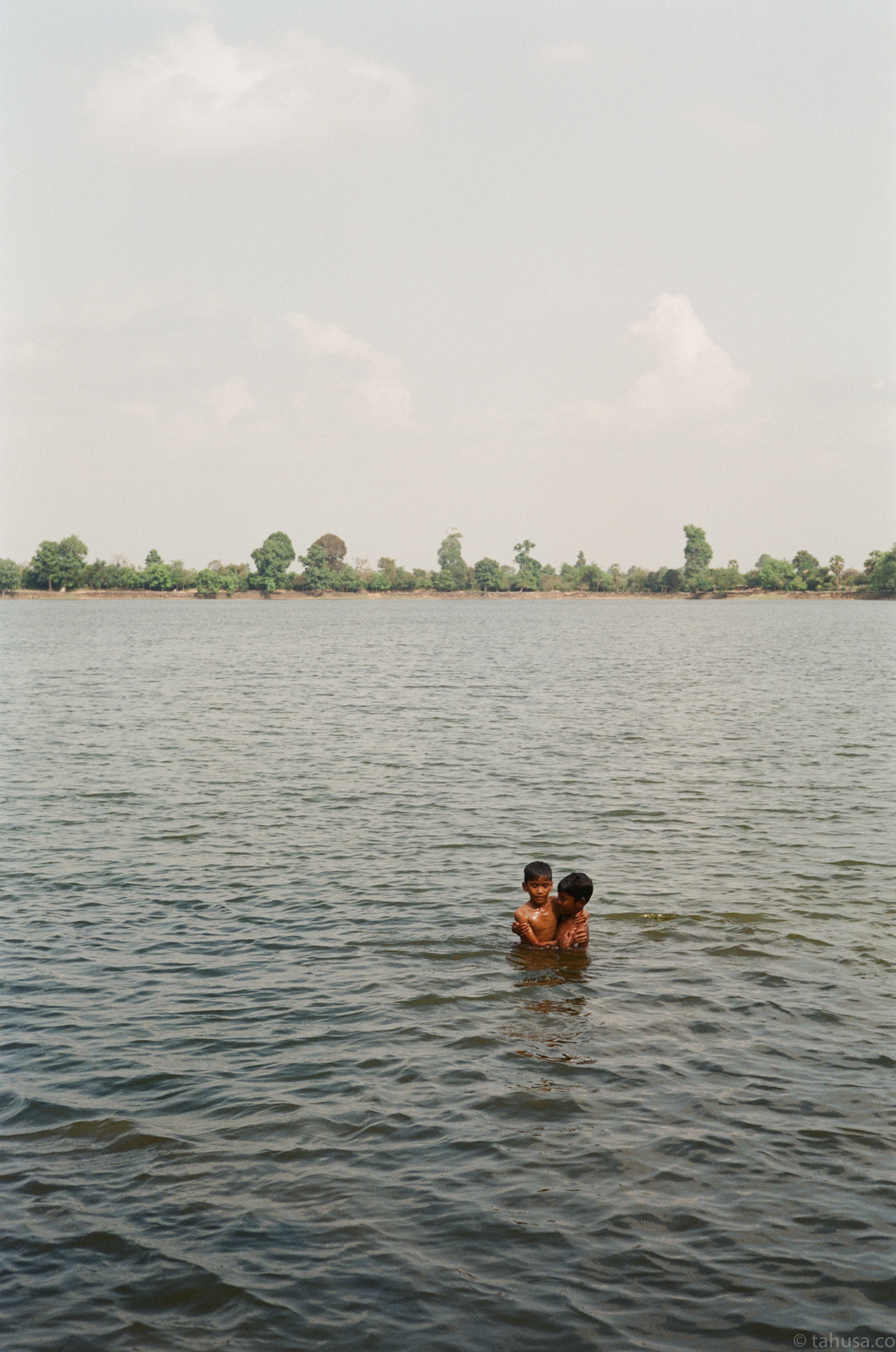 bromance-holding-each-other-in-water-lake-cambodia-angkor-siem-reap-south-east-asia-travel-travelling-street-snap-using-leica-m2-summilux-35mm-f1.4-infinity-lock-pre-asph-analog-film-is-fuji-fujifilm-superia-premium-400-iso400