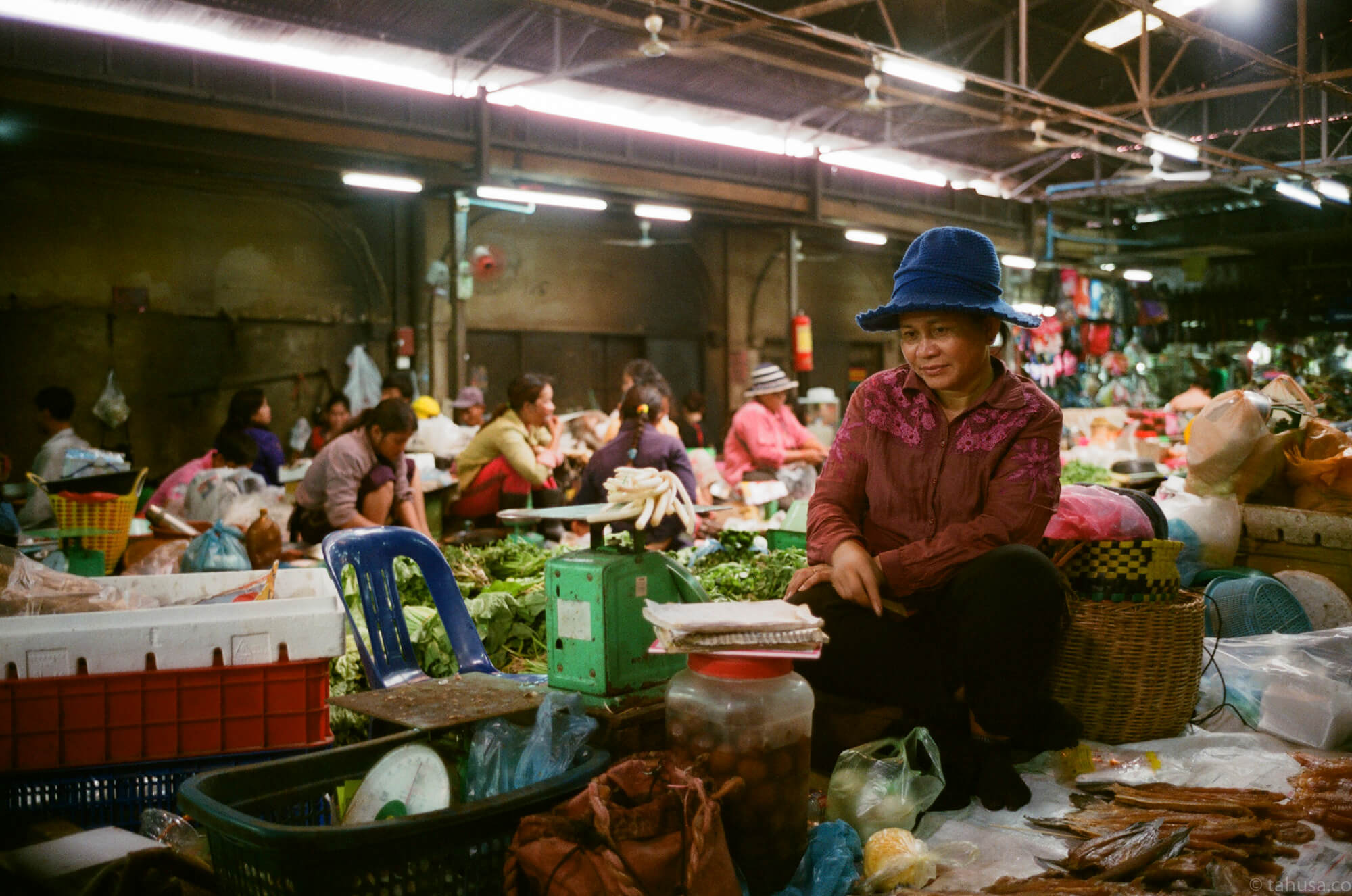 woman-selling-vegetables-in-local-food-market-cambodia-angkor-siem-reap-south-east-asia-travel-travelling-street-snap-using-leica-m2-summicron-35mm-f2-v1-8elements-analog-film-is-fuji-fujifilm-superia-premium-400-iso400