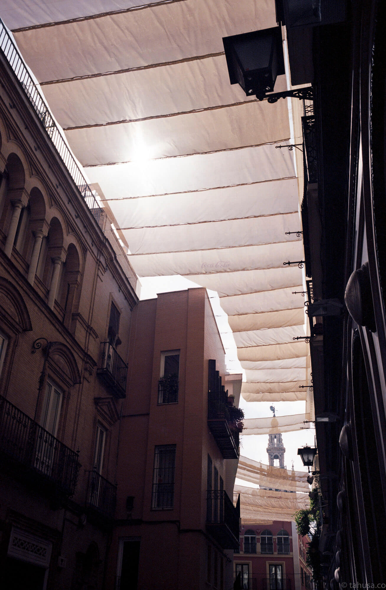 travel-photography-in-spain-sevilla-sunlight-blocked-through-cloths-using-ektar-100-kodak-and-summicron-35mm-f2-8elements-v1-leica-film