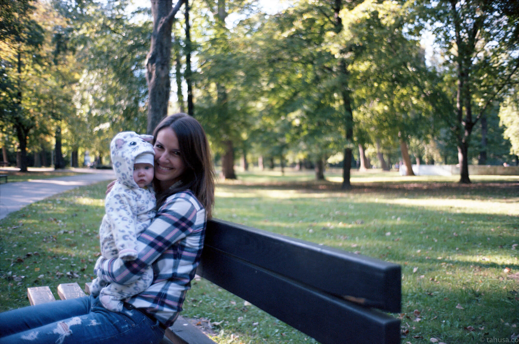 solvakia-bratislava-park-mother-holding-baby-let-me-take-pictures-travel-photography-using-ektar-100-kodak-and-summicron-35mm-f2-8elements-v1-leica-film