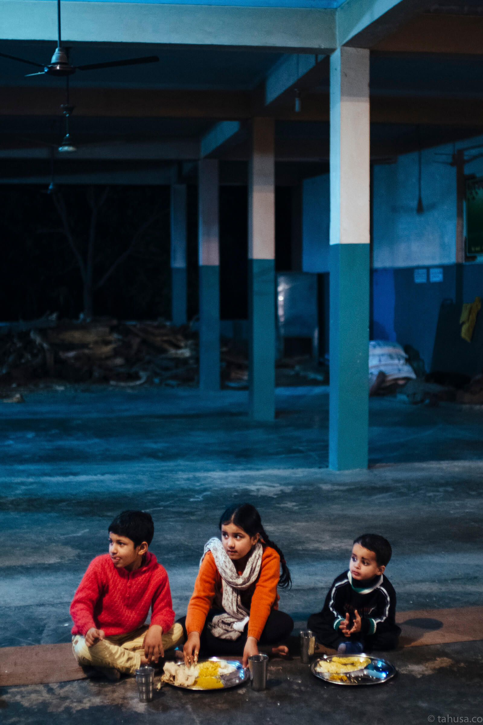Children-asking-me-to-have-dinner-inside-temple-street-snap-city-scanner-cities-Una-India