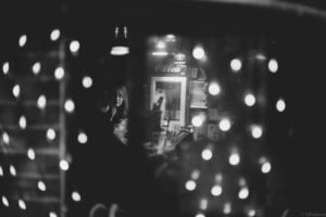 spinning-bokeh-of-lady-inside-a-bar-in-Goldengai-Golden-Gai-Famous-shinjuku-district-japan-street-tokyo-streetphotography-blackandwhite-BW-B&W-japanese-travel-with-Sony-A7-A7II-digital-camera-old-nokton-voigtlander-50mm-f1.5-1.5-prominent-mount-vintage