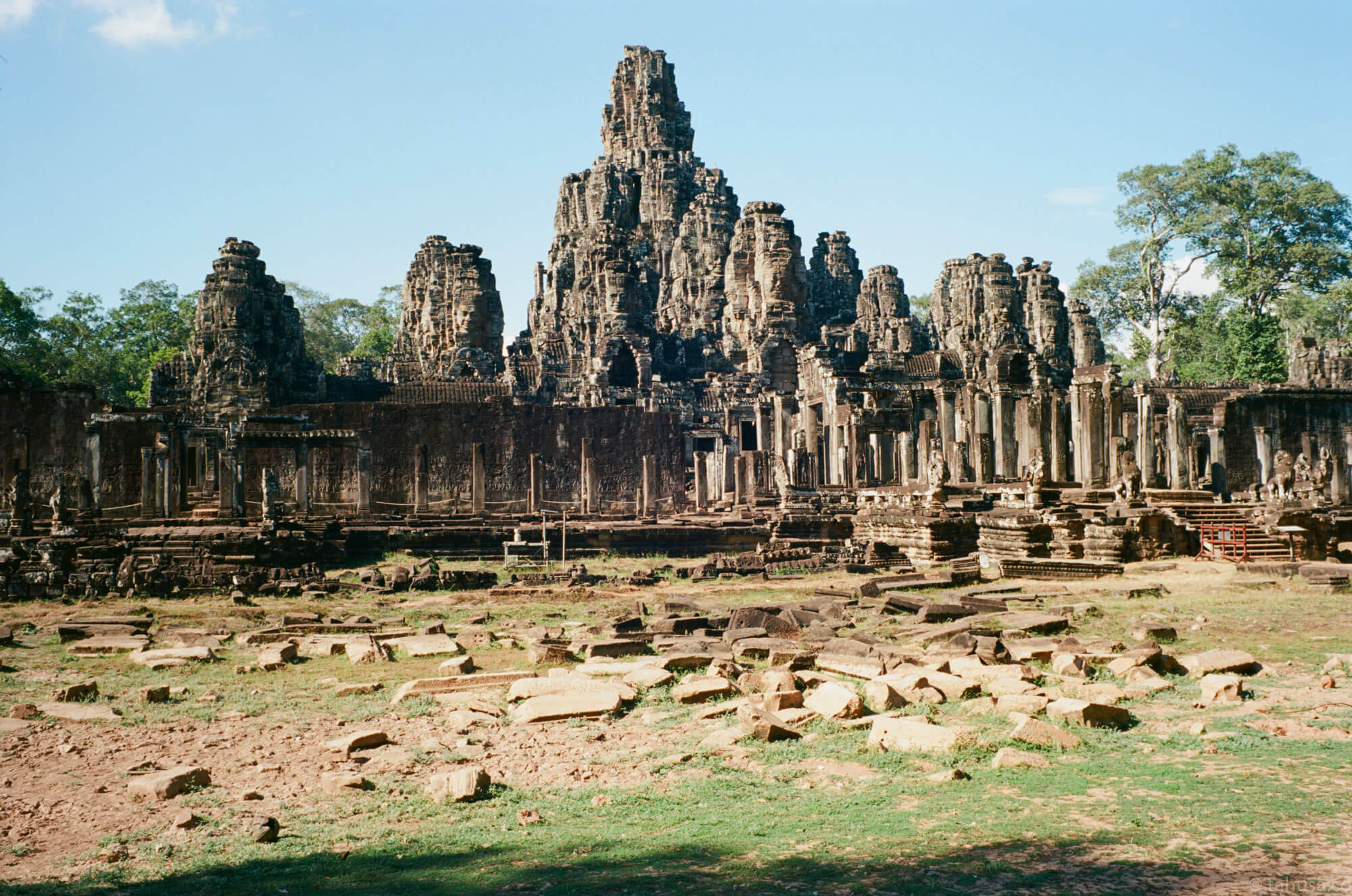 Tourist-spot-in-Angkor-Siem-Reap-Cambodiatravel-photography-using-ektar-100-kodak-and-summilux-35mm-f1.4-pre-asph-infinity-lock-leica-film