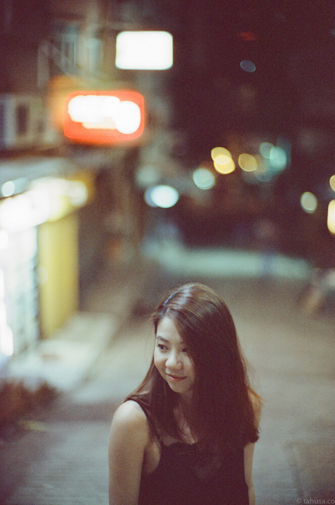 christabel-portrait-wong-kar-wai-night-life-Hong-Kong-HK-Cinestill-800T-800-iso800-Tungsten-film-movie-kodak-with-Noctilux-50mm-f1-f1.0-e58-v1-large-aperture-bokeh-grain-pushed