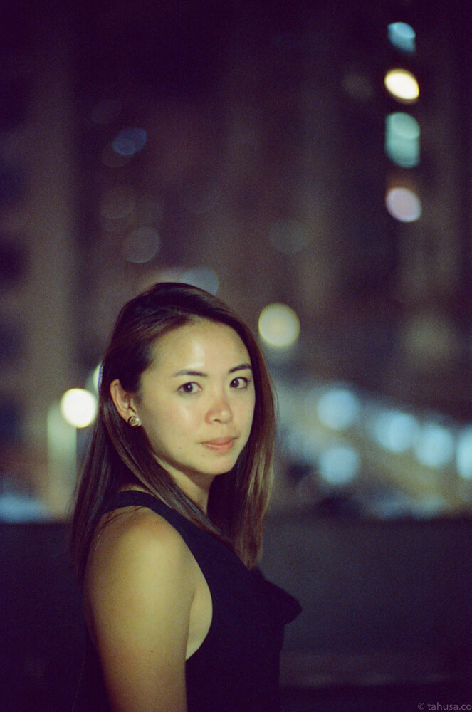 marisa-portrait-wong-kar-wai-night-life-Hong-Kong-HK-Cinestill-800T-800-iso800-Tungsten-film-movie-kodak-with-Noctilux-50mm-f1-f1.0-e58-v1-large-aperture-bokeh-grain-pushed