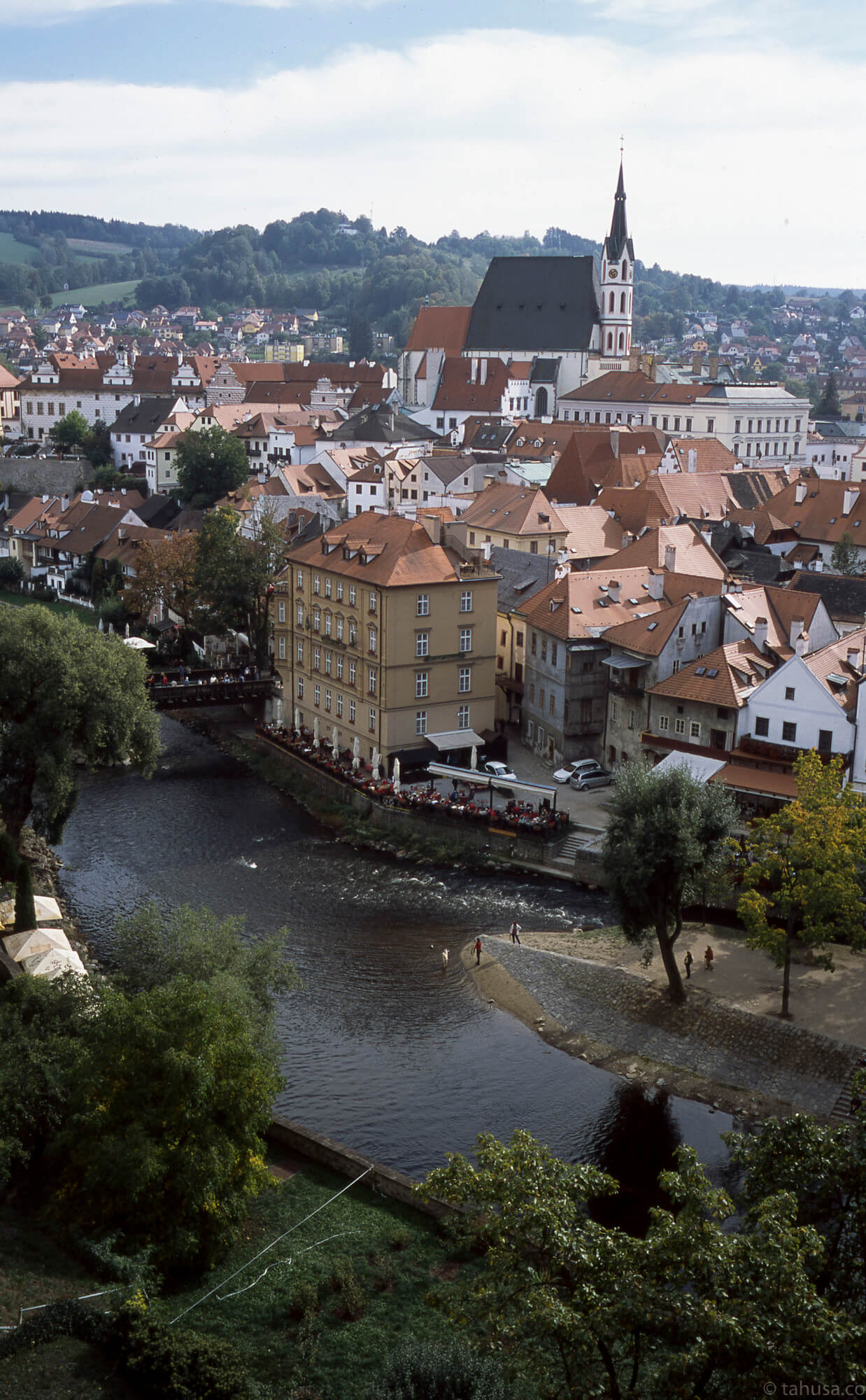 Cesky-Krumlov-Czech-Republic-most-beautiful-small-town-Scenic-view-positive-film-analog-E6-provia-RDPIII-RDP-fuji-fujifilm-Summicron-35mm-f1-v1-canada-8elements-8ele-street-snap-streetphotography-photowalk