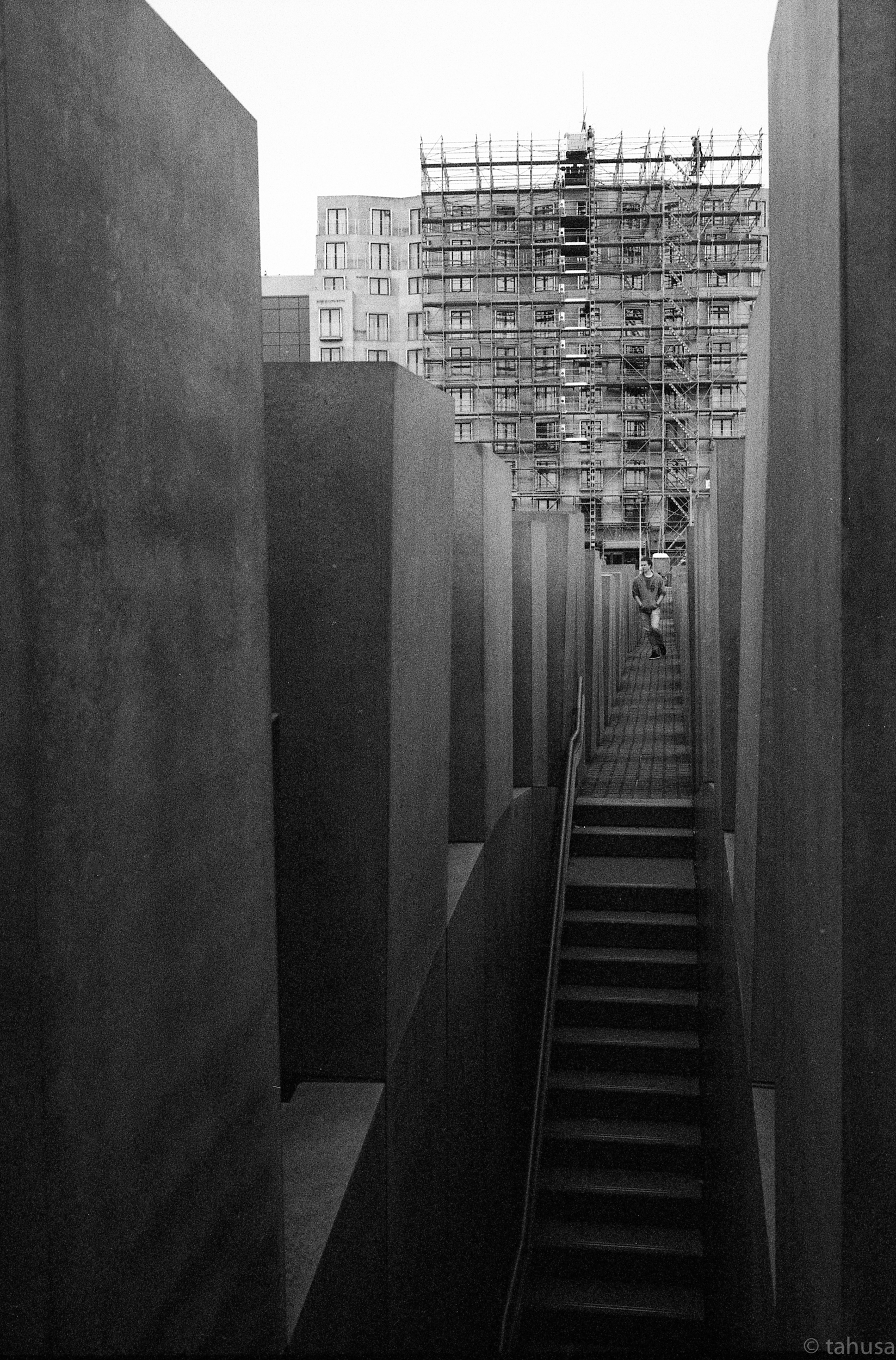 Holocaust-Berlin-travel-visit-Black-and-white-analog-film-leica-summicron-35mm-f2-35-v1-Kentmere-400-iso400-film-review