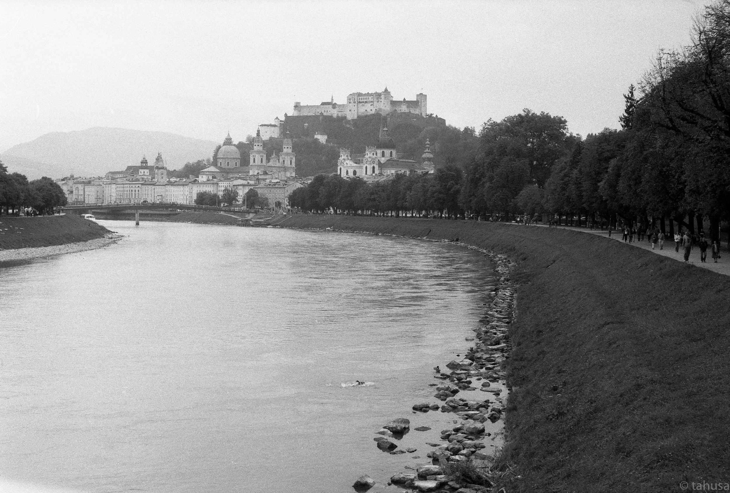 Visiting-Salzburg-Austria-travel-visit-Black-and-white-analog-film-leica-summicron-35mm-f2-35-v1-Kentmere-400-iso400-film-review