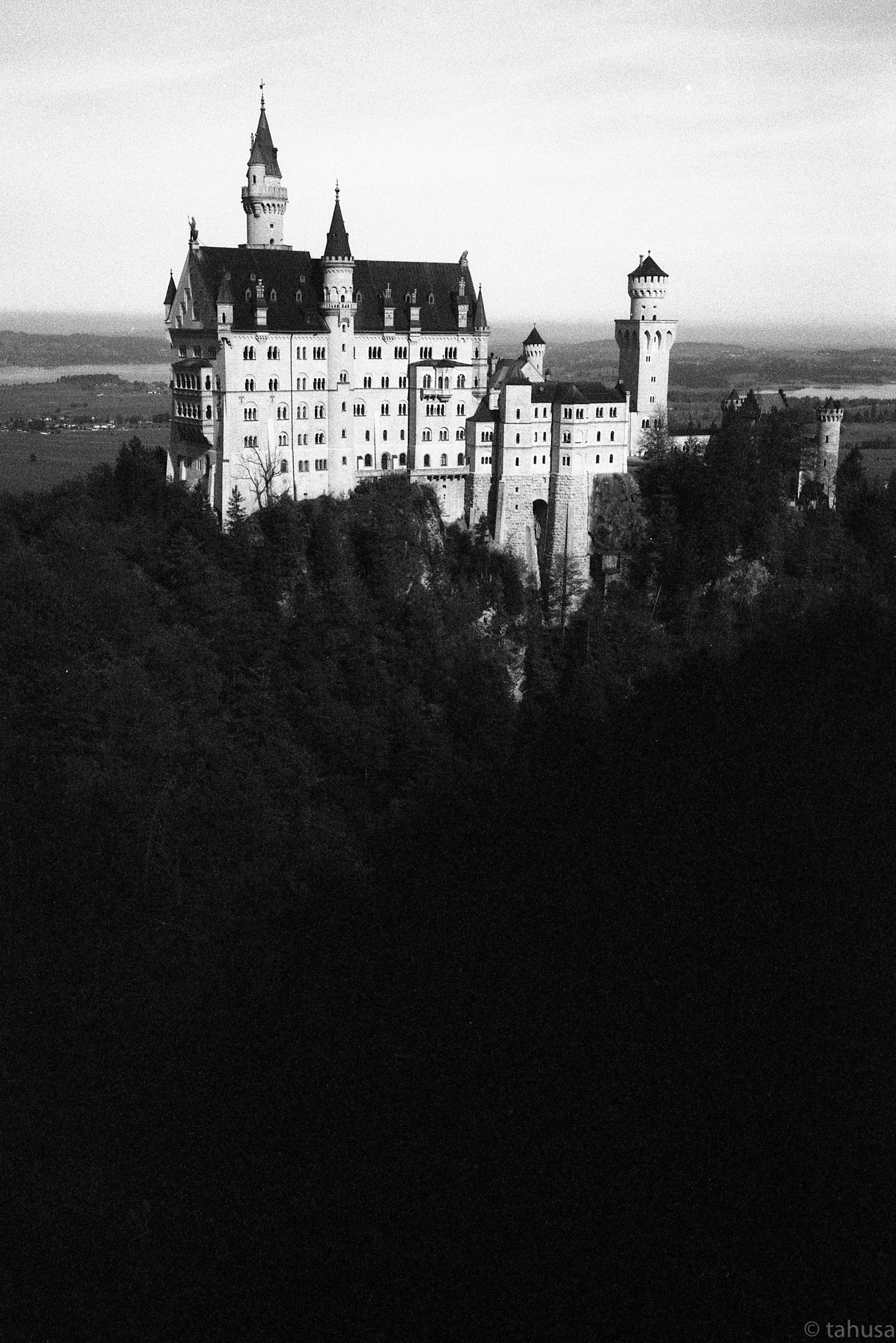 Castle-Fussen-Germany-travel-visit-Black-and-white-analog-film-leica-summicron-35mm-f2-35-v1-Kentmere-400-iso400-film-review