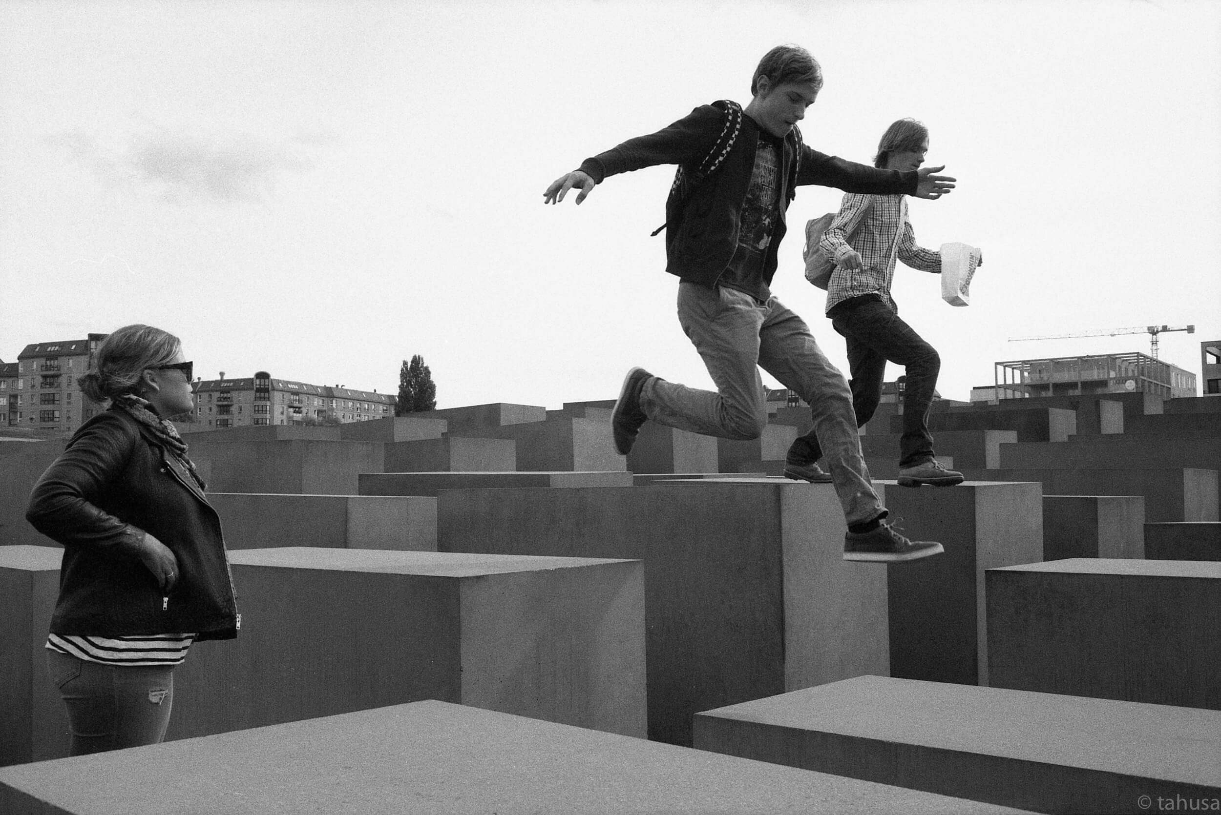 Should-respect-not-jumping-running-in-holocaust-Berlin-Germany-Black-and-white-analog-film-leica-summicron-35mm-f2-35-v1-Kentmere-400-iso400-film-review-snapshot
