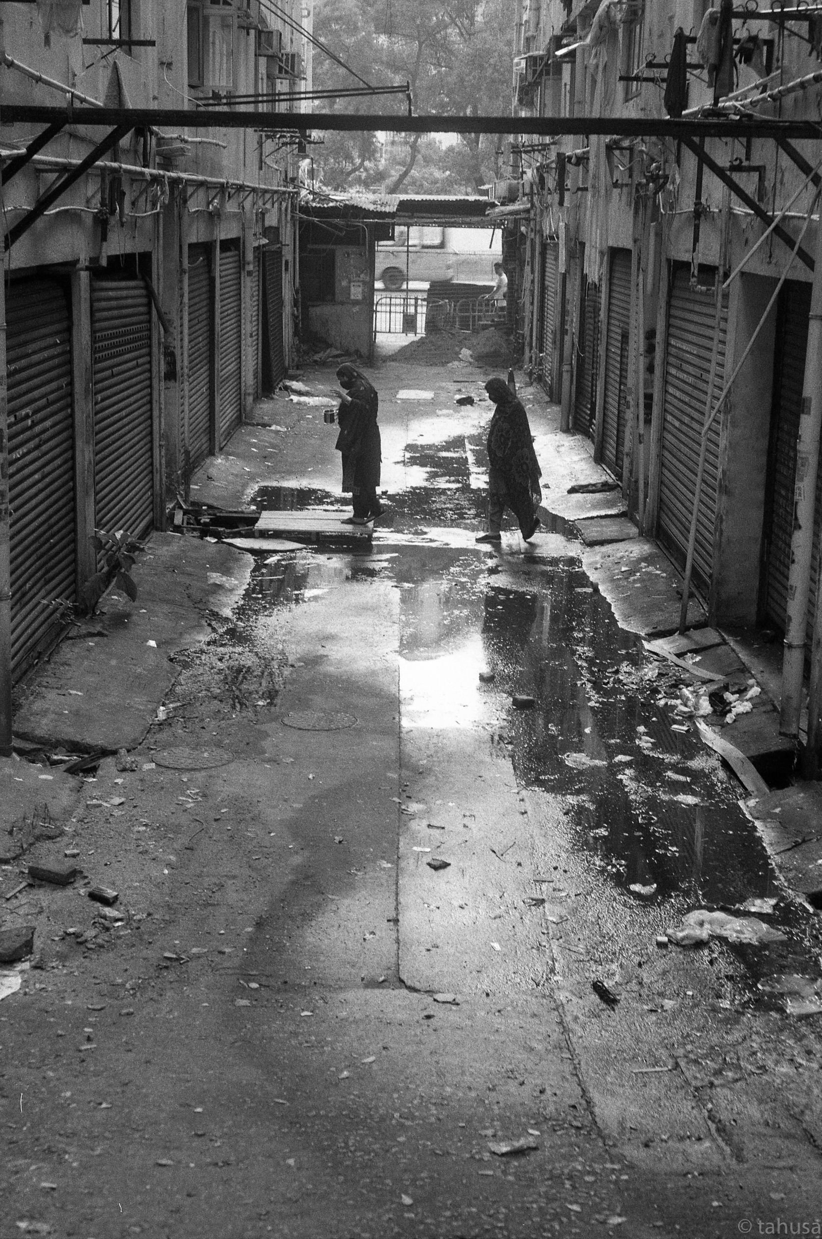 Rigid-summicron-50mm-f2-50-leica-Black-and-white-BW-B&W-film-analog-snap-snapshot-Kentmere-Film-DDX-Ilford-Hong-Kong-Minorities-Slum