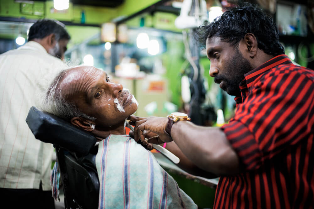 Barber-Haircut-Hairstylist-Hair-Local-shop-Nuwara Eliya-Restaurant-lunch-time-Backpacker-Alone-Street-snap-SriLanka-Sri-Lanka