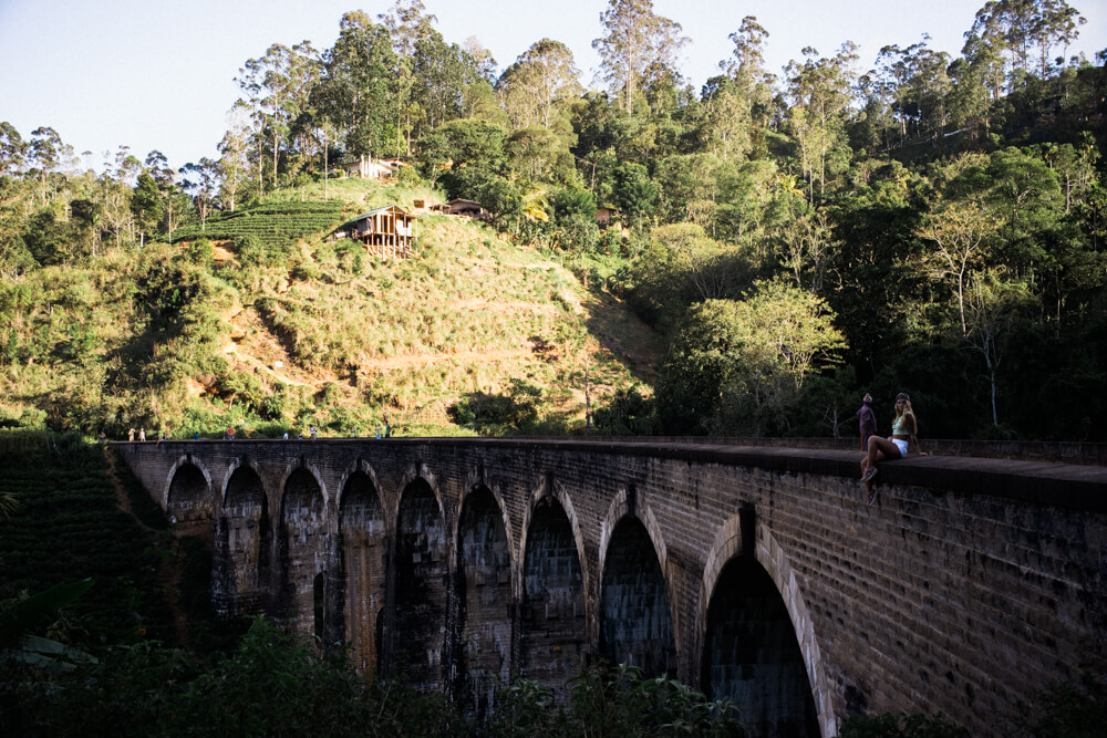 Ella-nine-arch-bridge-scenic-attraction-tourist-walking-train-track-trail-sri-lanka-2