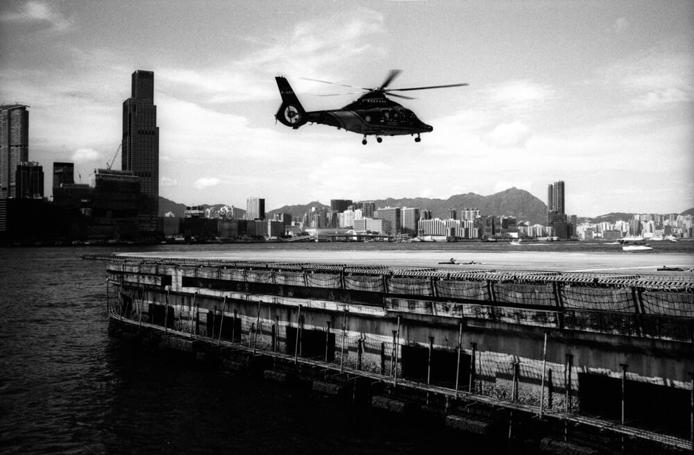 Helicopter-Landing-Government-Hong-Kong-Street-Snap-Streetphotography-Style-JCH pan 400-Japan Camera Hunter-JCH-ISO400-Back and white film-B&W- BW-Analog-Film camera-135 format