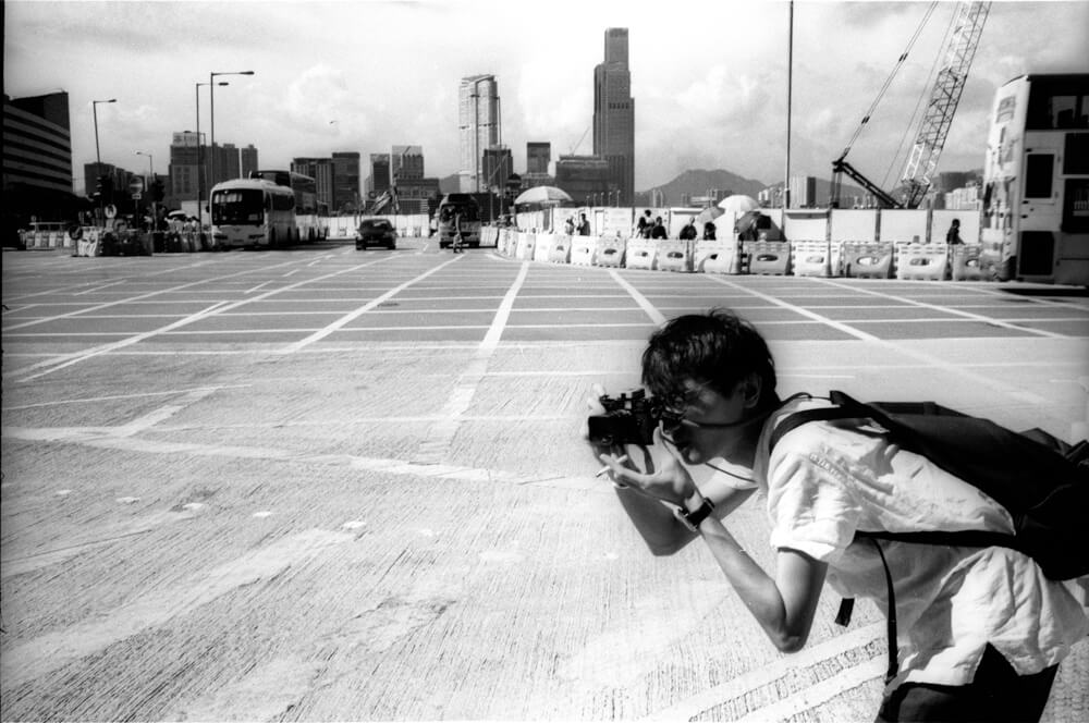 Keith-Fong-Snapping in Wan Chai-JCH-Pan 400-Japan Camera Hunter-Hong Kong-Leica User-Street Shot-Shooter-rangefinder-ISO400-film-black and white-135