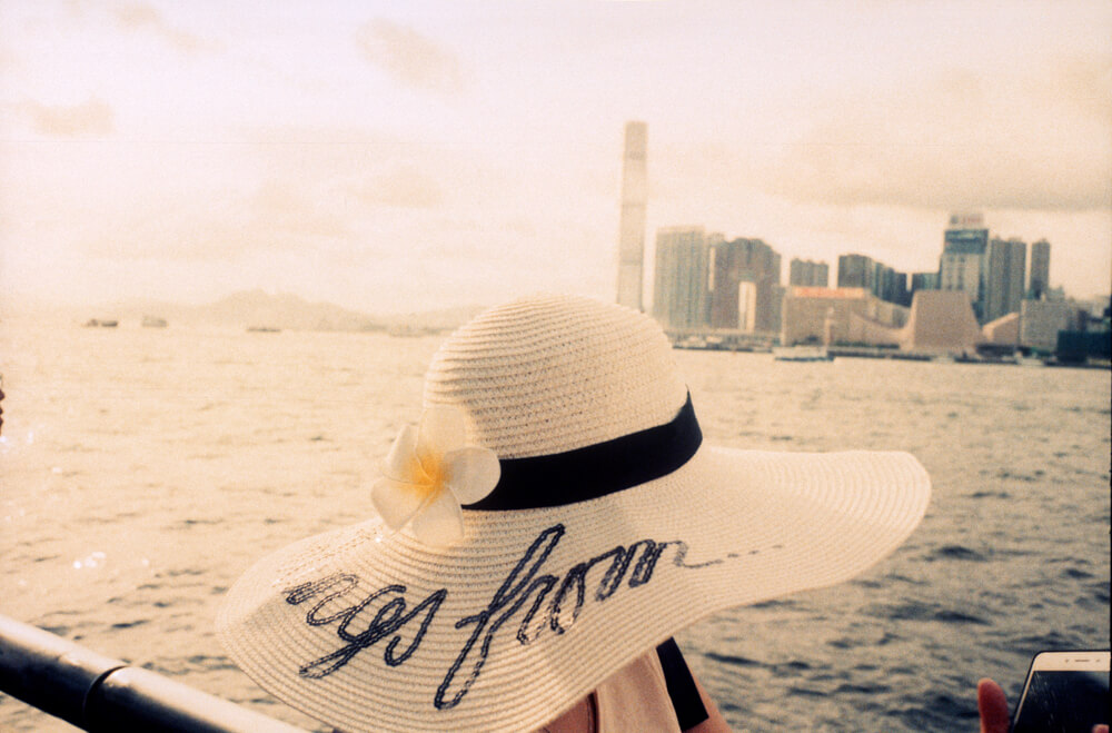 Love-her-hat-matching-with-the-background-in-Wan-Chai-harbour-Leica-Summicron-35mm-f2-IV-Pre-asph-Rollei-Vario-Chrome-320-Film-review-Photo-walk-in-Hong-Kong