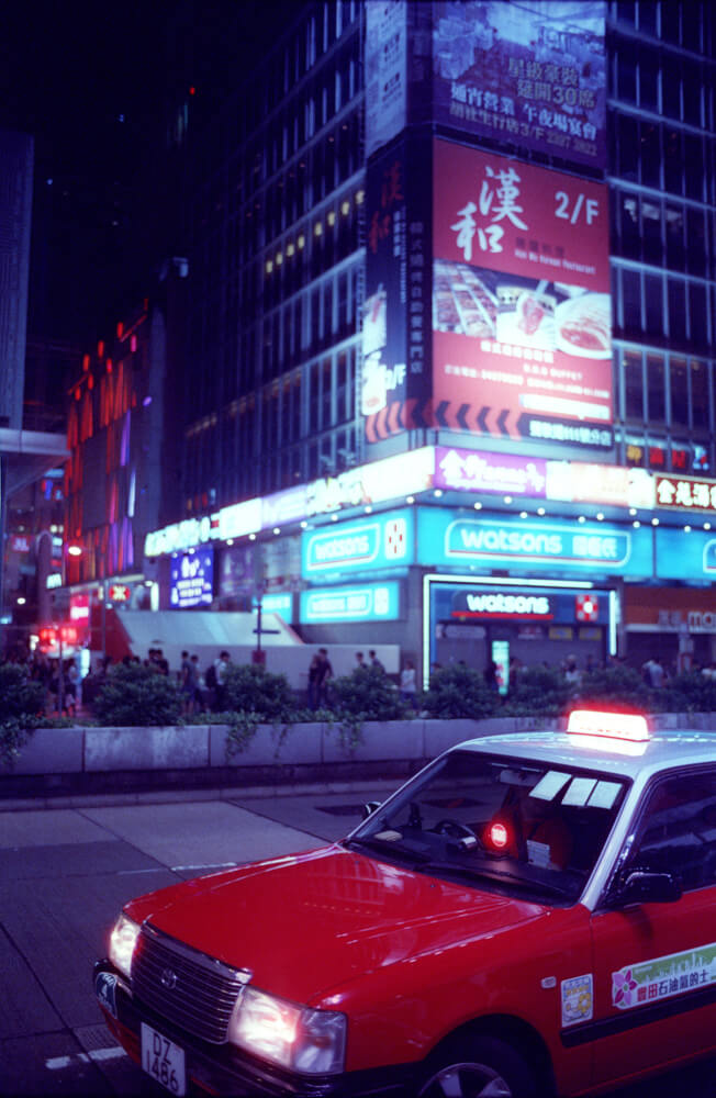 Taxi-Red-Hue-Hong-Kong-Night-Tide-Photo-walk-Night-Street-Snap-CineStill-800T-Tungsten-Leica-Summilux-11663-35mm-pushed-ISO2400-Motion-picture-Colour-Movie-Feel