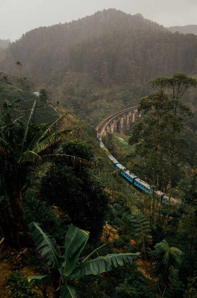 nine-arch-bridge-train-crossing-the-place-under-rain-long-wait-delay-ella-sri-lanka-2