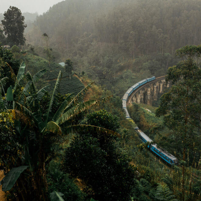 nine-arch-bridge-train-crossing-the-place-under-rain-long-wait-delay-ella-sri-lanka