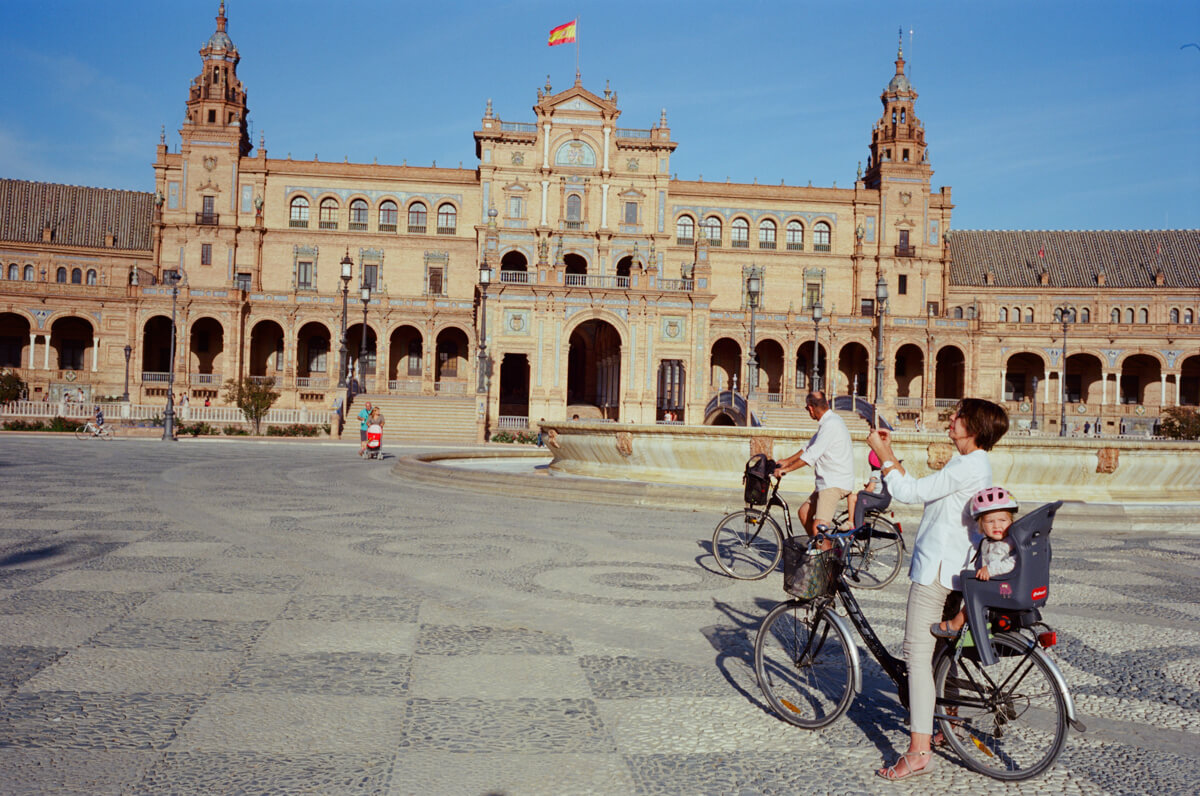 Plaza-de-espana-spain-sevilla-travel-using-film-camera-inserted-ektar100-ektar-kodak-summicron-leica-35mm-f2-v1-8elements-city-scanner-photo-walk-street-snap