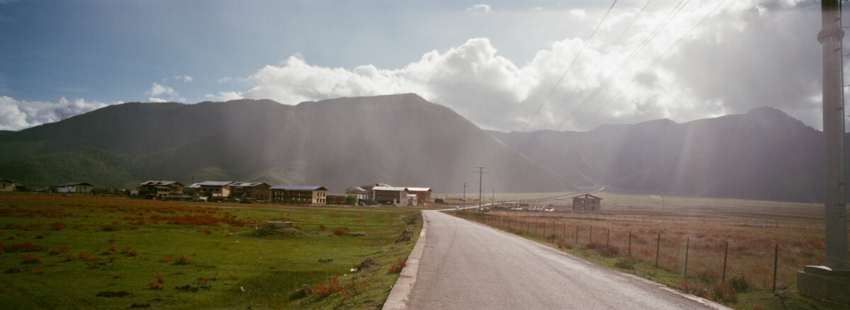 road-on-the-way-to-snow-mountain-Zhongdian-rain-and-sunlight-tibet-tibetan-Yunan-Shangrila-China-trave-Agfaphoto-agfa-vista-plus-400-iso400-film-negative-snap-Xpan-Hassel-Hasselblad-XpanII-45mm-f4-wide-pano-panoramic-panorama