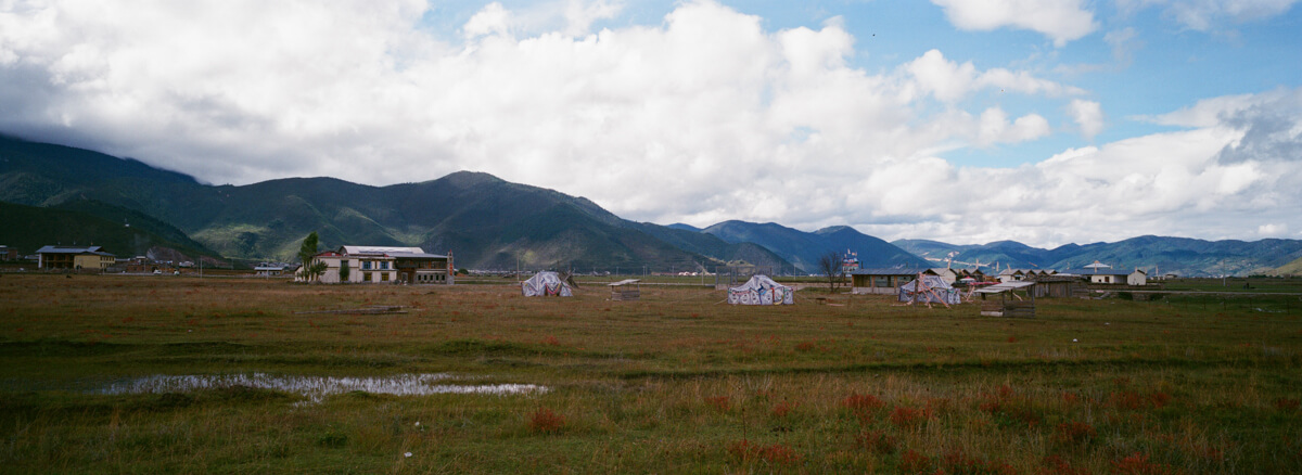 took-a-quick-snap-out-of-car-window-landscape-tibetan-culture-Yunan-Shangrila-China-travel-Agfaphoto-agfa-vista-plus-400-iso400-film-negative-snap-Xpan-Hassel-Hasselblad-XpanII-45mm-f4-wide-pano 8