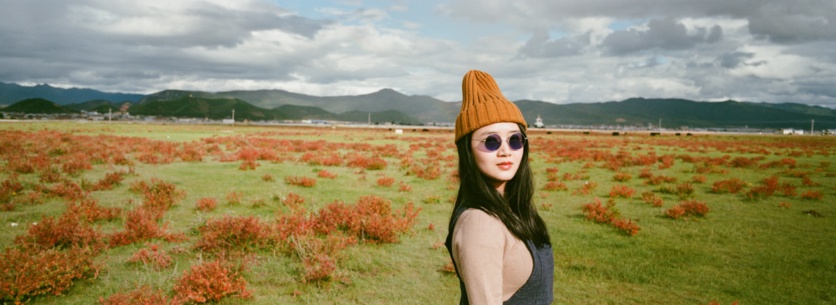 portrait-of-lin-in-beanie-and-purple-sunglasses-Zhongdian-rain-and-sunlight-tibet-tibetan-Yunan-Shangrila-China-trave-Agfaphoto-agfa-vista-plus-400-iso400-film-negative-snap-Xpan-Hassel-Hasselblad-XpanII-45mm-f4-wide-pano-panoramic-panorama