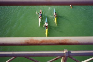 paddling-river-spain-sevilla-seville-competition-race-using-film-camera-inserted-ektar100-ektar-kodak-summicron-leica-35mm-f2-v1-8elements-city-scanner-photo-walk-street-snap