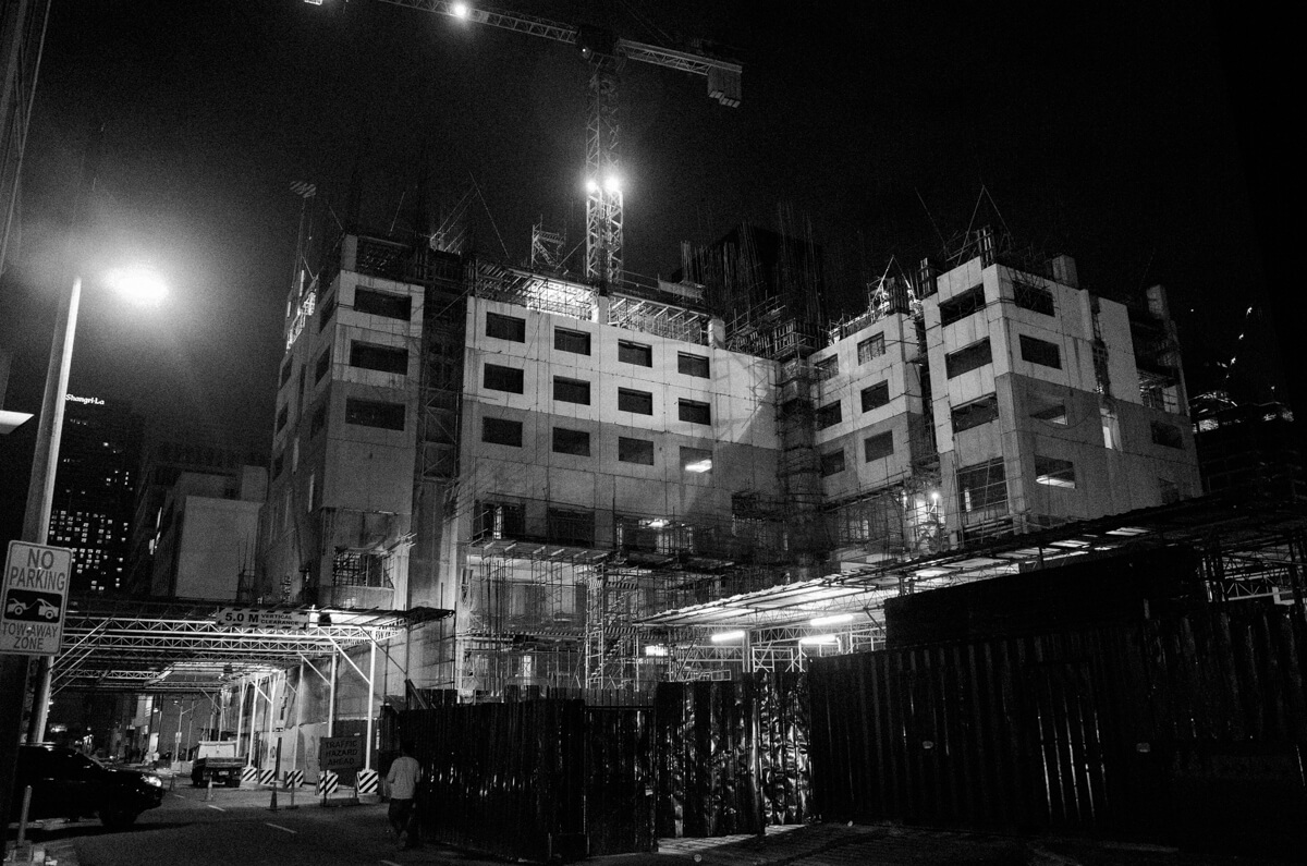 construction-ongoing-at-night-black-and-white-bw-workers-taguig-manila-philippines-filipino-south-east-asia-travel-trip-local-life-ricoh-GR-digital-camera-city-scanner-photowalk-street-snap-point-and-shoot