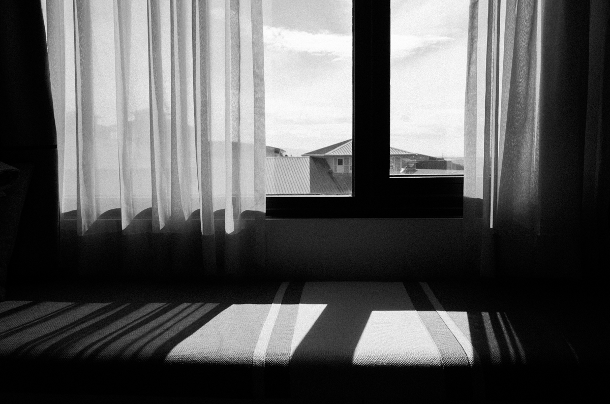 light-warm-in-my-bedroom-hote-seda-taguig-manila-philippines-filipino-south-east-asia-travel-trip-local-life-ricoh-GR-digital-camera-city-scanner-photowalk-street-snap-point-and-shoot