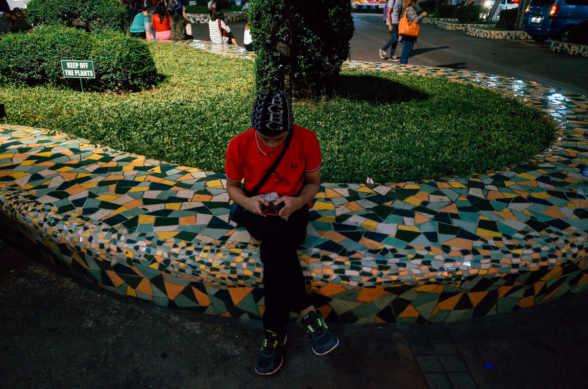 pattern-mosaic-sitting-man-playing-cell-phone-taguig-manila-philippines-filipino-south-east-asia-travel-trip-local-life-ricoh-GR-digital-camera-city-scanner-photowalk-street-snap-point-and-shoot