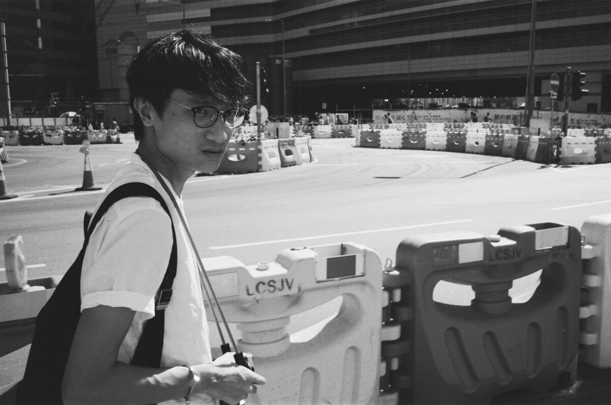 Keith-with-his-camera-Hong-Kong-HK-JCH-japan-camera-hunter-street-pan-400-iso-black-and-white-bw-film-review-analog-135-Leica-M2-Summicron-35mm-f2-pre-asph-IV