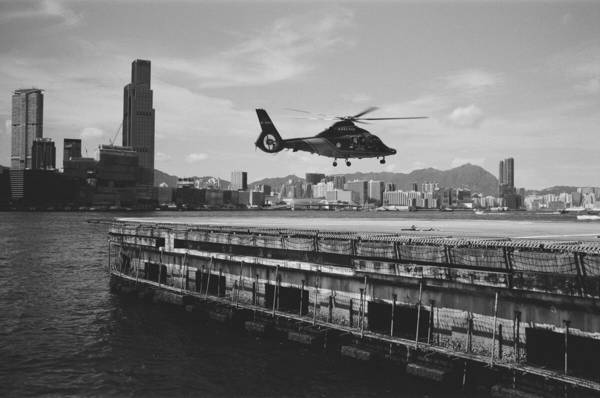 helicopter-taking-off-Hong-Kong-HK-JCH-japan-camera-hunter-street-pan-400-iso-black-and-white-bw-film-review-analog-135-Leica-M2-Summilux-35mm-f1.4-ASPH-FLE-11663