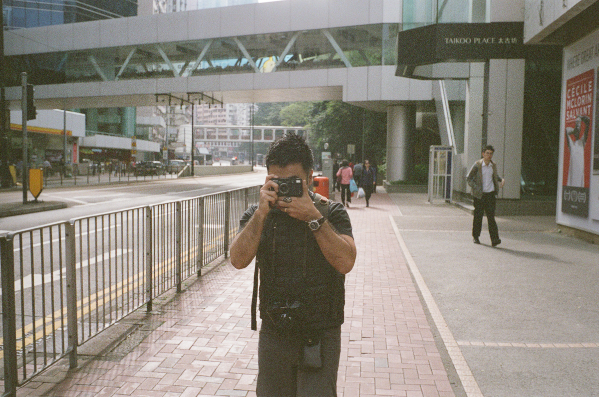 Bigheadtaco-take-kayo-during-our-photowalk-photo-walk-visiting-hong-kong-HK-shutteralliance-shutter-alliance-central-fuji-fujifilm-pro400H-negative-film-community-leica-summicron-35mm-f2-v1-lens-take-kayo-bigheadtaco-visiting