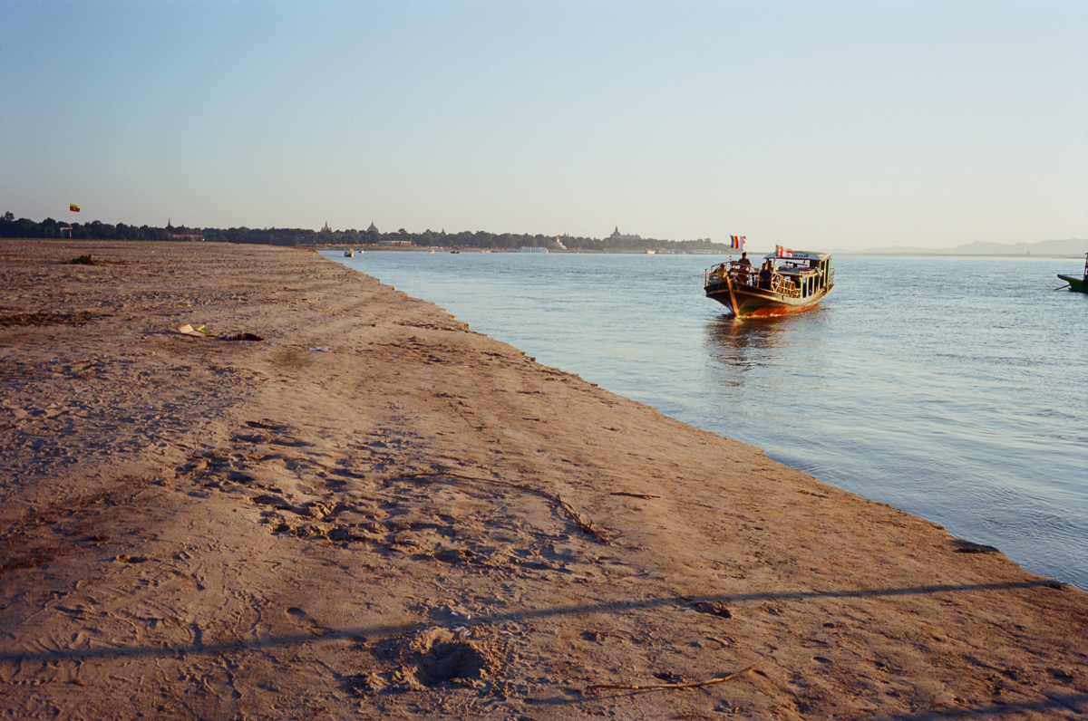 Boat-trip-from-Hostel-arriving-at-no-where-land-sunset-Travelling-in-bagan-myanmar-for-10-days-using-leica-camera-M2-Summicron-35mm-f2-V1-Kodak-Ektar-100