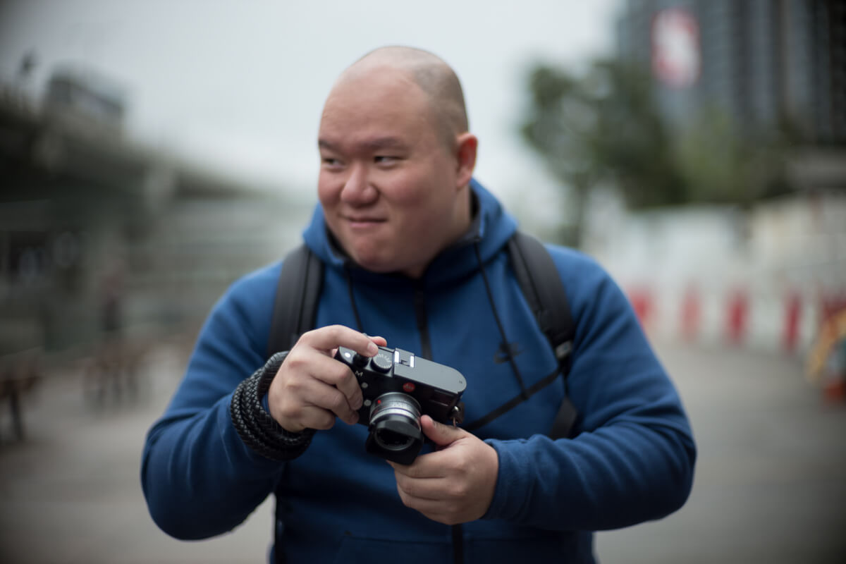 Kevin-using-his-M240-with-35mm-summicron-portrait-portraiture-Hong-Kong-Shutter-Alliance-Photowalk-photo-walk-hk-North-Point-Leica-m10-digital-camera-rangefinder-Noctilux-50mm-f1-e58-v1-bokeh