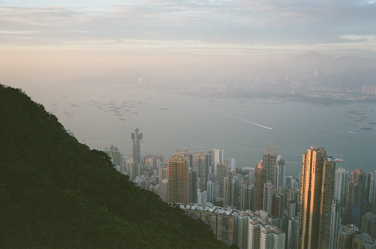 Overlook-top-of-HK-City-peak-hong-kong-photowalk-photo-walk-shutteralliance-shutter-alliance-central-fuji-fujifilm-pro400H-negative-film-community-leica-summicron-35mm-f2-v1-lens-west-side