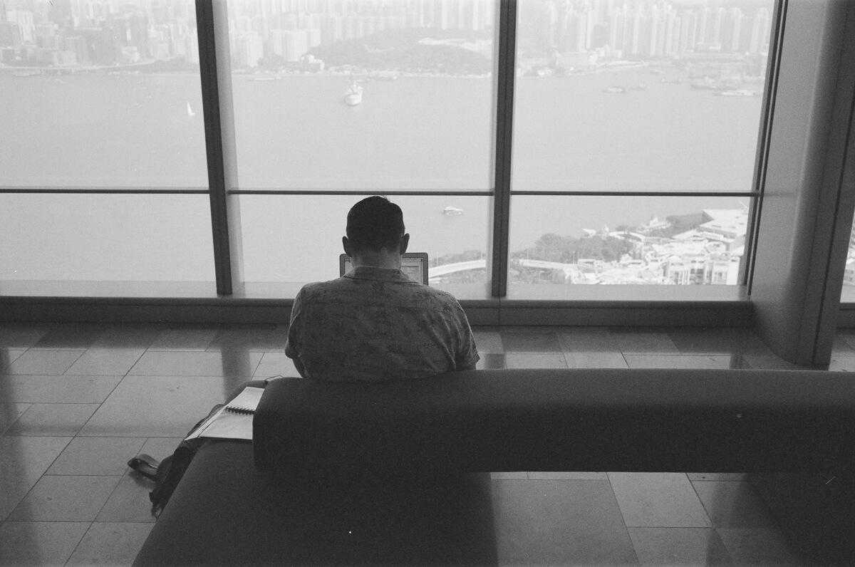 Quiet-self-enjoyment-moment-alone-Quarry-Bay-hong-kong-shutter-alliance-photowalk-Leica-Summicron-35mm-f2-IV-Ilford-Delta-400-black-and-white-bw-monotone-one-island-east
