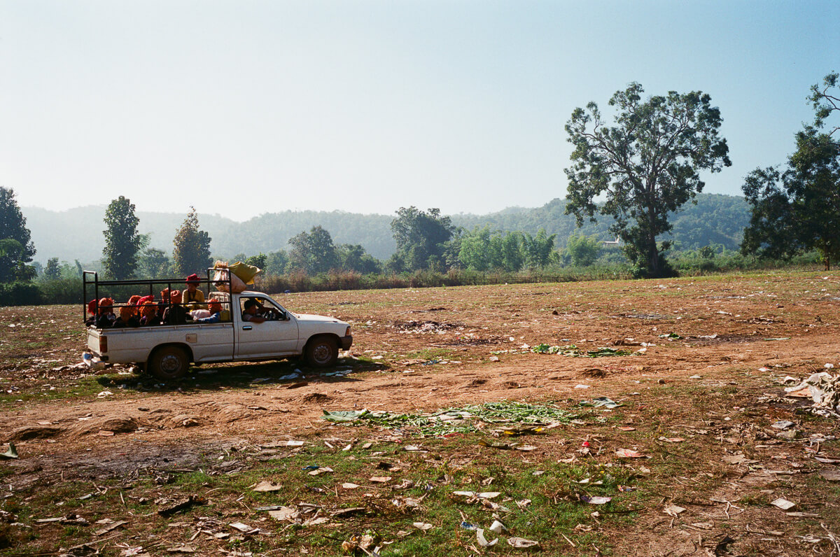 car-loaded-with-local-women-sunday-market-inle-lake-mynamar-travelling-city-cities-snap-burma-fuji-fujifilm-superia-premium-400-leica-camera-summicron-35mm-f2-v1-8elements