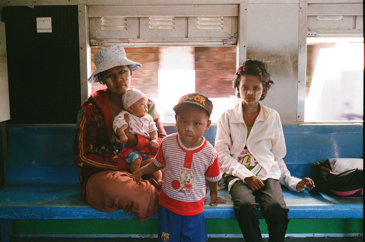 circular-train-family-photo-with-baby-portrait-documentary-life-myanmar-yangon-35mm-f2-summicron-8elements-v1-leica-m2-Fuji-fujifilm-Superia-Premium-400-travel-3