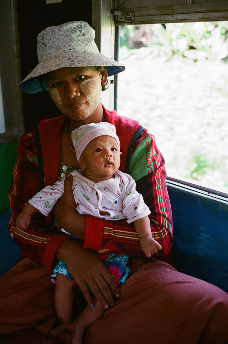 circular-train-family-photo-with-baby-portrait-documentary-life-myanmar-yangon-35mm-f2-summicron-8elements-v1-leica-m2-Fuji-fujifilm-Superia-Premium-400-travel
