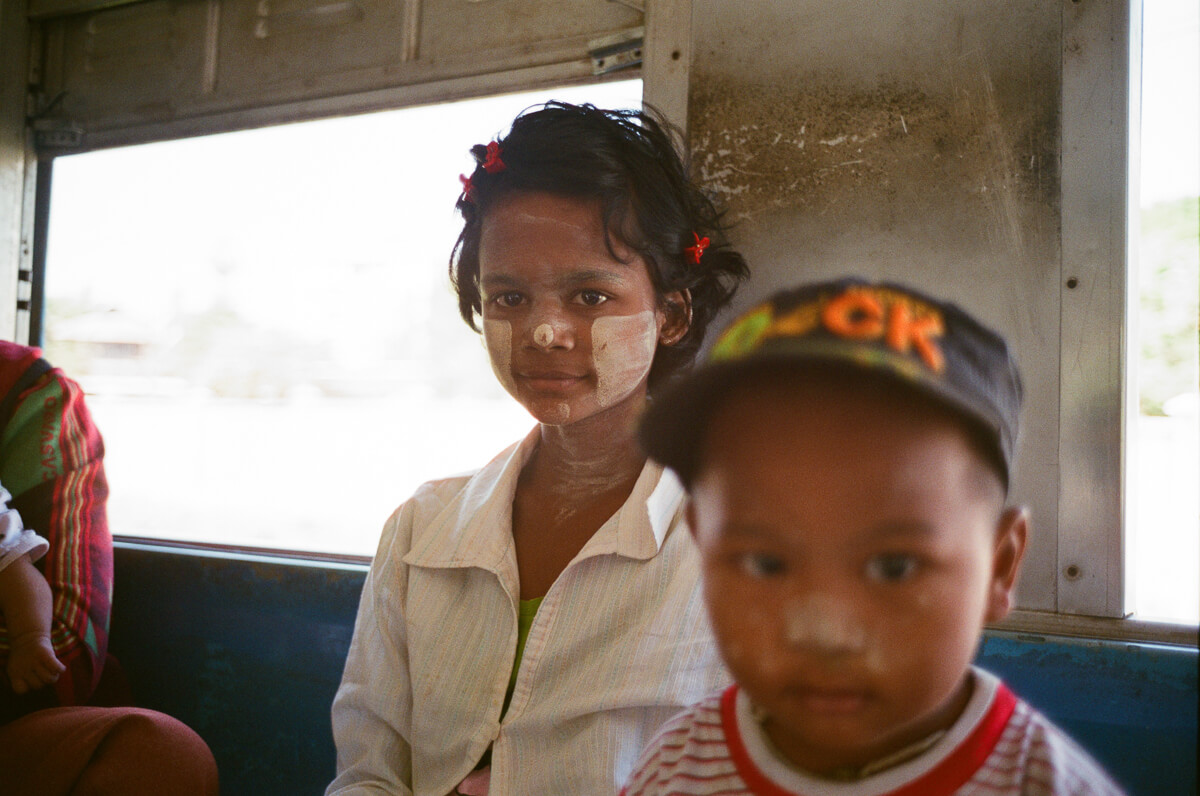 circular-train-family-photo-with-baby-portrait-documentary-life-myanmar-yangon-35mm-f2-summicron-8elements-v1-leica-m2-Fuji-fujifilm-Superia-Premium-400-travel2