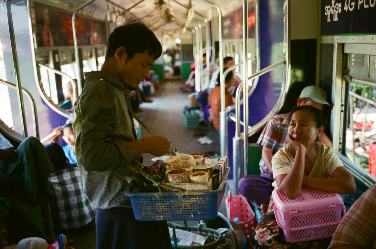 passenger-buying-circular-train-people-selling-food-portrait-documentary-life-myanmar-yangon-35mm-f2-summicron-8elements-v1-leica-m2-Fuji-fujifilm-Superia-Premium-400-travel