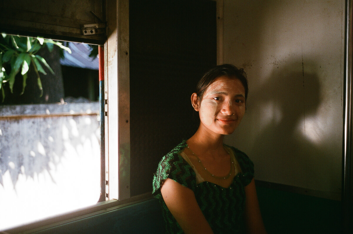 passenger-in-circular-train-transportportrait-documentary-life-myanmar-yangon-35mm-f2-summicron-8elements-v1-leica-m2-Fuji-fujifilm-Superia-Premium-400-travel