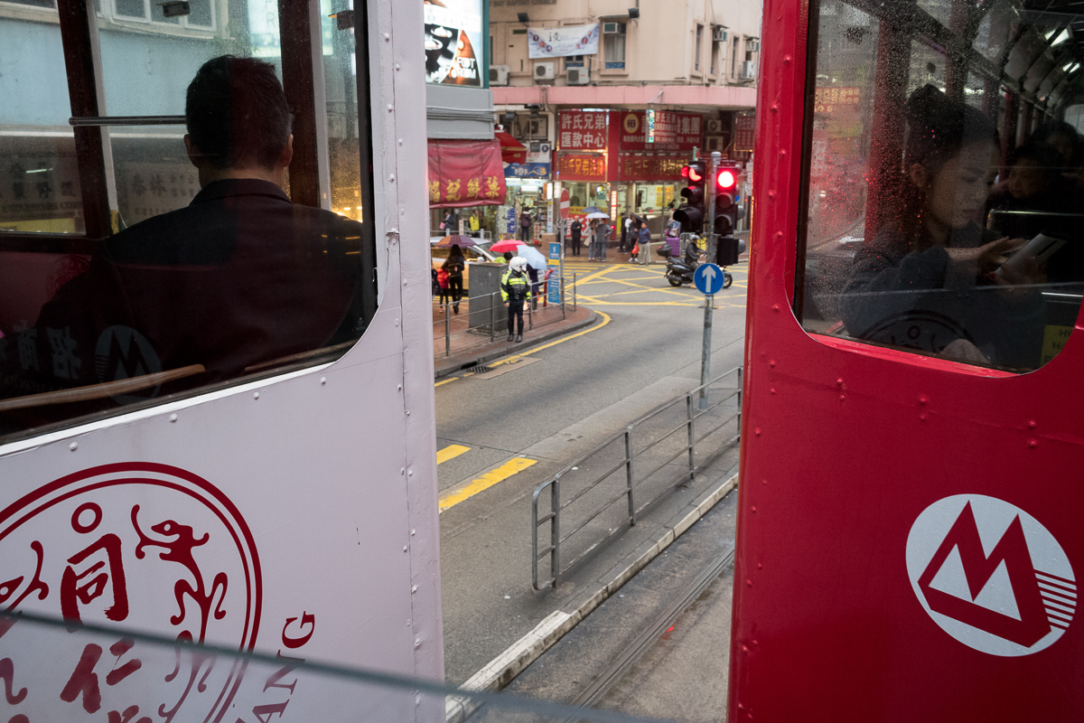 tram-shooting-man-and-lady-across-different-tram-Hong-Kong-Shutter-Alliance-Photowalk-photo-walk-hk-North-Point-Leica-m10-digital-camera-rangefinder-Elmarit-28mm-f2.8-2.8-v3-wide-angle