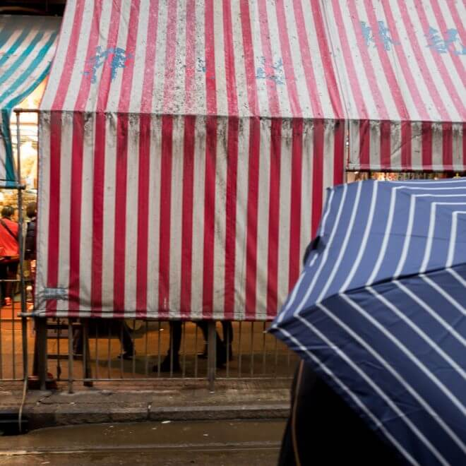 umbrella-stripes-fit-in-tramway-rainy-day-Hong-Kong-Shutter-Alliance-Photowalk-photo-walk-hk-North-Point-Leica-m10-digital-camera-rangefinder-Elmarit-28mm-f2.8-2.8-v3-wide-angle