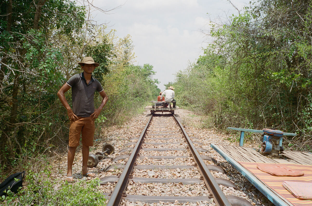 Bamboo-train-ride-Portra-400-iso400-Leica-M2-Summilux-35mm-1.4-f1.4-35-infinity-lock-pre-asph-Battambang-Cambodia-Analog-film-review
