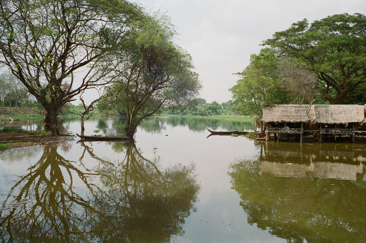 Landscape-Temple-river-view-Portra-400-iso400-Leica-M2-Summilux-35mm-1.4-f1.4-35-infinity-lock-pre-asph-Battambang-Cambodia-Analog-film-review